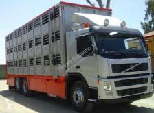 Volvo állatszállító pótkocsi teherautó