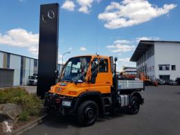 Lastbil Unimog Mercedes-Benz U300 4x4 platta häckar begagnad