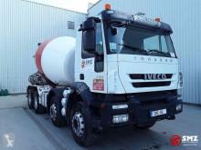 Camion béton toupie / Malaxeur Iveco Trakker 360
