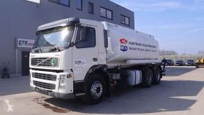 Camião Volvo FM9 cisterna usado
