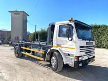 Camión Gancho portacontenedor Scania E H82 SCARRABIL BALSTRATO ANTRIOR POST