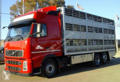 Camion Volvo remorcă transport animale second-hand