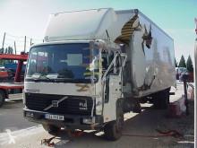 Camion Volvo FL 614 fourgon accidenté
