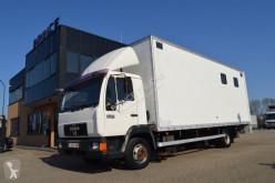 Camión MAN 12.224 remolque para caballos usado