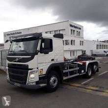 Camión Gancho portacontenedor Volvo FM13 460