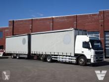 Lastbil med släp skjutbara ridåer (flexibla skjutbara sidoväggar) Volvo FM