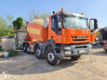 Camion béton toupie / Malaxeur Iveco Trakker 450