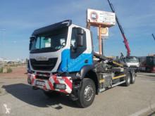 Camión Iveco Trakker 410 Gancho portacontenedor usado