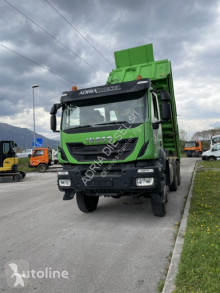 Camión Iveco Trakker 410 volquete usado