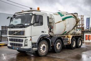 Camion béton toupie / Malaxeur Volvo FM12