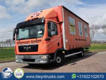 Caminhões MAN TGL 8.220 cortinas deslizantes (plcd) usado