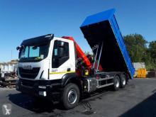 Camión caja abierta estándar Iveco Trakker 330