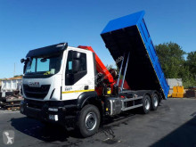 Camion plateau standard Iveco Trakker 330