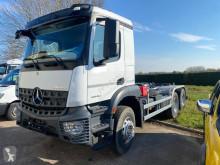 Camião poli-basculante Mercedes Arocs 2640