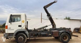 Lastbil Nissan Atleon 150.21 containertransport begagnad