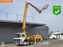 Vrachtwagen beton betonpomp Mercedes 1820