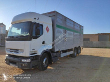 Vrachtwagen Renault Premium tweedehands veewagen voor runderen