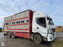 Kamion auto pro transport hovězího dobytka Iveco Stralis 560