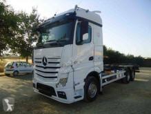Kamión na prepravu kontajnerov Mercedes