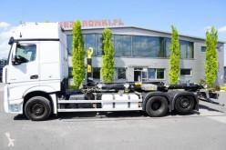 Kamión hákový nosič kontajnerov Mercedes Actros 2548