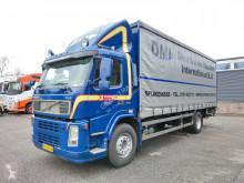 Volvo függönyponyvaroló teherautó FM9
