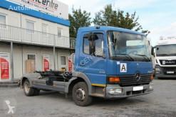 Camión Gancho portacontenedor Mercedes ATEGO 818, EURO 3, 4x2, TIRES 70%