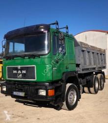 Camion tri-benne MAN 25.372