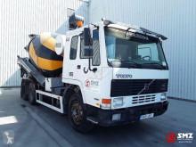 Camión hormigón cuba / Mezclador Volvo FL10