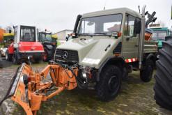 CamionMercedes Unimog U 90 mit Schneeausrüstung