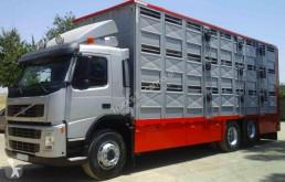 Camion Volvo rimorchio per bestiame usato