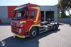 Camion Volvo FM11 polybenne accidenté