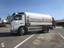 Camion Volvo FM7 290 cisterna idrocarburi usato
