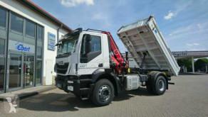 Camión volquete volquete trilateral Iveco AD190T33 4x2 Kipper + Kran Fassi F120 + Funk
