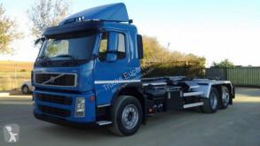 Camión Gancho portacontenedor Volvo