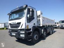 Iveco hátra és egy oldalra billenő kocsi teherautó Trakker 450