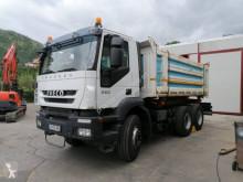 Camión Iveco Trakker AD 260 T 36 volquete usado