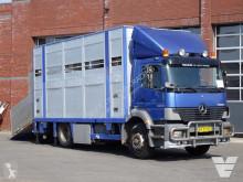 Camión Mercedes Atego 1823 remolque ganadero para ganado bovino usado