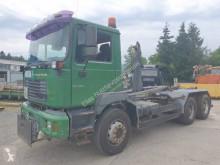 Camión MAN 26.410 Gancho portacontenedor usado