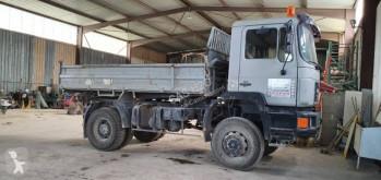 Camión volquete volquete trilateral MAN 19.262