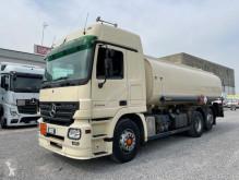 Caminhões cisterna Mercedes Actros