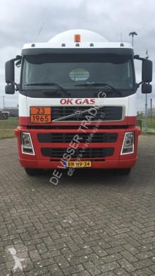 Kamión cisterna Volvo FM