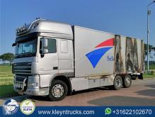 Camião DAF XF105 furgão acidentado