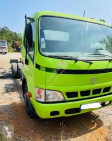 Caminhões Toyota Dyna 75.38 chassis usado