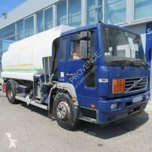 Camión Volvo F6 250 cisterna hidrocarburos usado