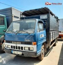 Camión remolque ganadero Bedford NKR 575/60
