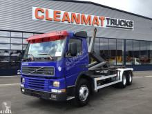 Kamión hákový nosič kontajnerov Volvo FM12