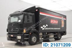 Camion fourgon Mercedes Axor