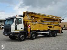 Kamión betonárske zariadenie čerpadlo na betónovú zmes Astra HD8 84.48