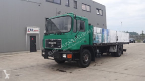 Camion plateau MAN 18.323 (BIG AXLE / 6 CYLINDER ENGINE WITH MANUAL PUMP / EURO 2)