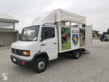 Camión remolque para caballos Mercedes 609D